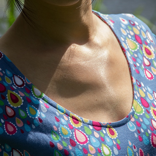 Tutorial: 'invisible Binding' Finish For T-shirt Neckline