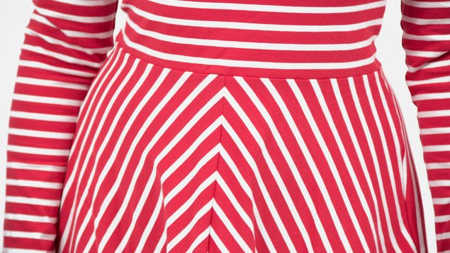 How to cut out a pattern using striped fabric  d90b546ee